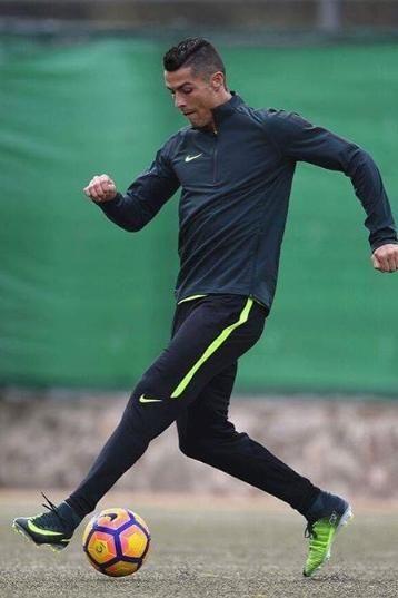 6f514e73e698 Cristiano Ronaldo wears Nike Mercurial Superfly V (CR7 edition) football  boots - What football